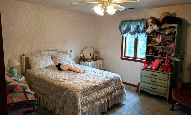 38-Upstairs Bedroom (1)
